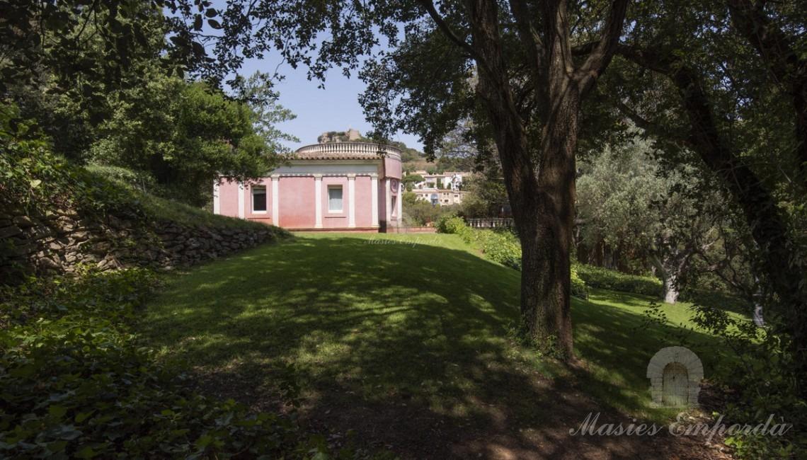 Vista de la casa desde el jardín