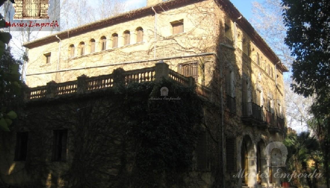 Detalle de las fachadas de y terrazas que la conforma