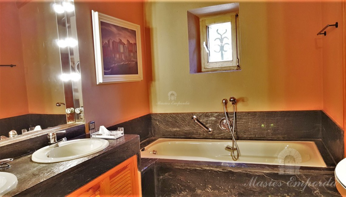 Vestidor y baño de la suite
