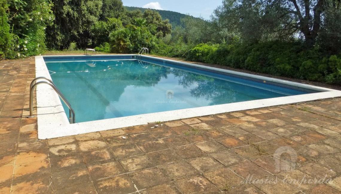Vista de la piscina en primer plano