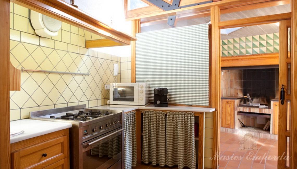 Detalle de la cocina de la casa de invitados de la propiedad.
