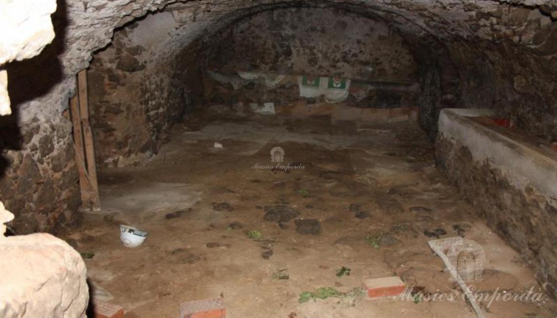 Interior de las cuadras con cubierta abovedada