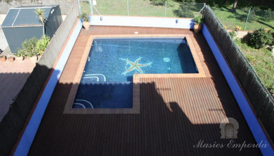 Vista de la piscina desde la segunda planta
