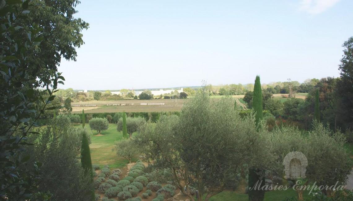 Vistas desde el jardín de los bosques y campos próximos a la propiedad
