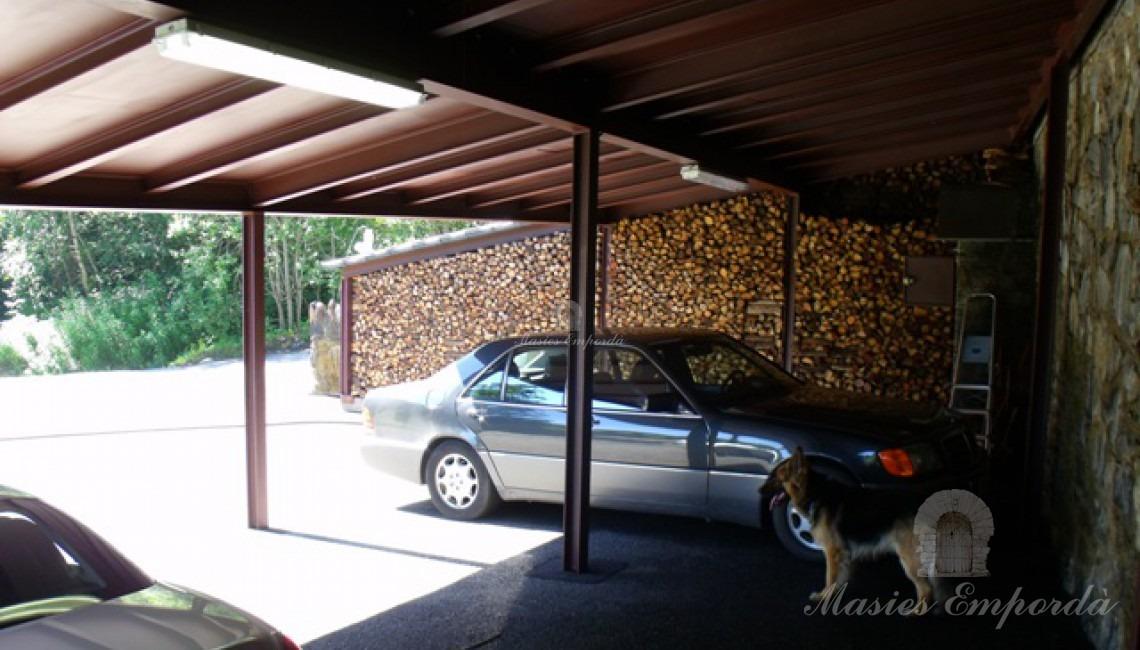 Garaje cubierto