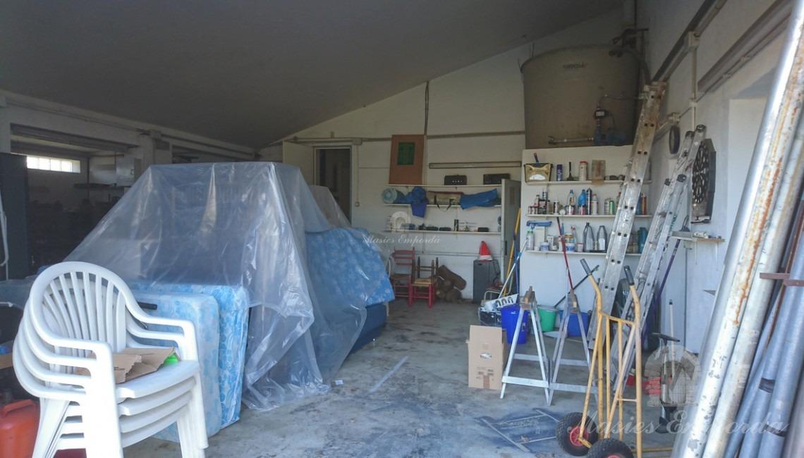 Garaje y taller posterior de la casa