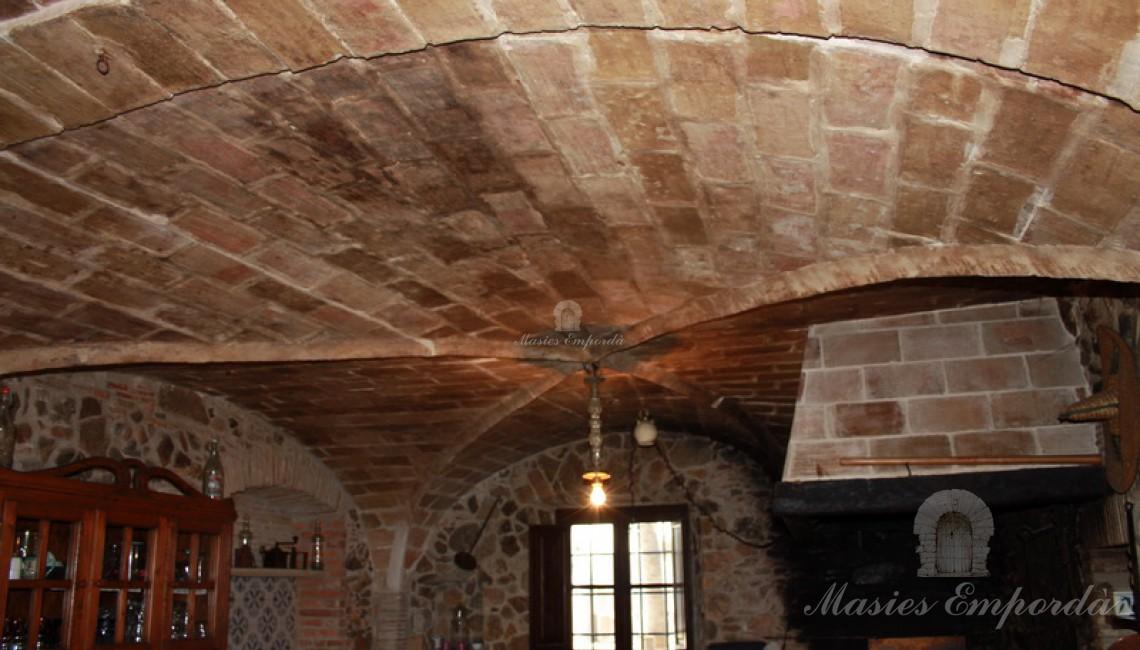 Detalle de la cubierta abovedad de la cocina de la masía