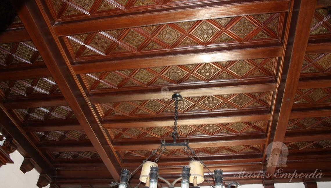 Detalle de los artesonados de techo en madera