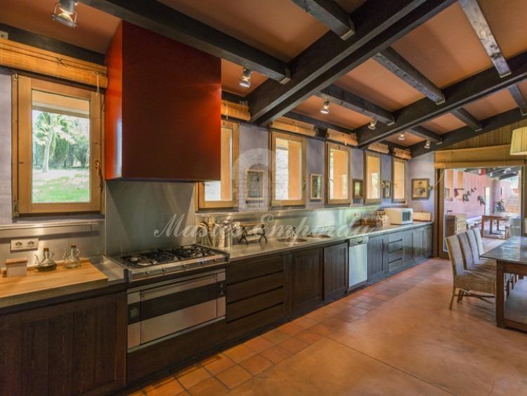 Vista general de la cocina de la masía