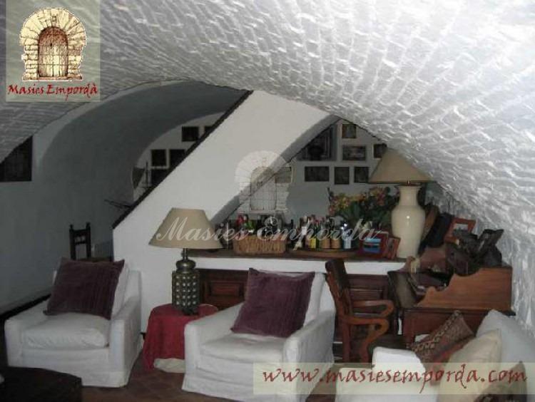 Salón de estar de la casa con cubierta abovedada