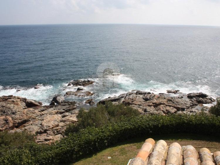 Vistas del mar mediterráneo desde el jardín y terrazas de esta impresionante propiedad en la Costa Brava