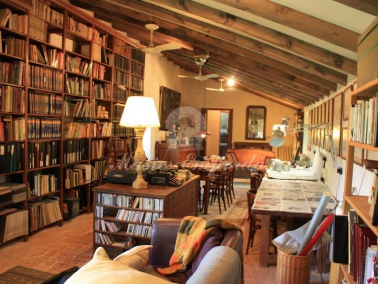 Salón de estar y biblioteca de la planta