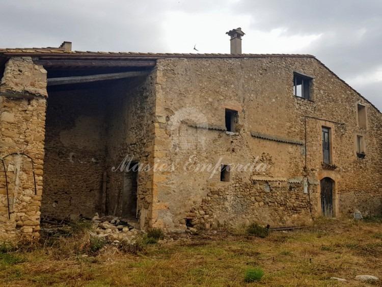 Vistas de la casa y parcela
