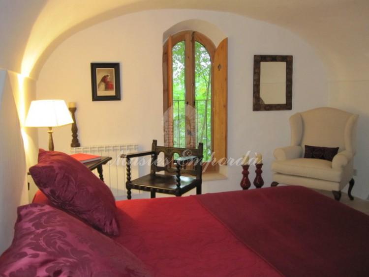 Una de las habitaciones de la casa con dicentemente ambientadas