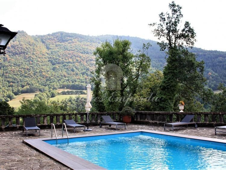 Terraza y piscina de la casa