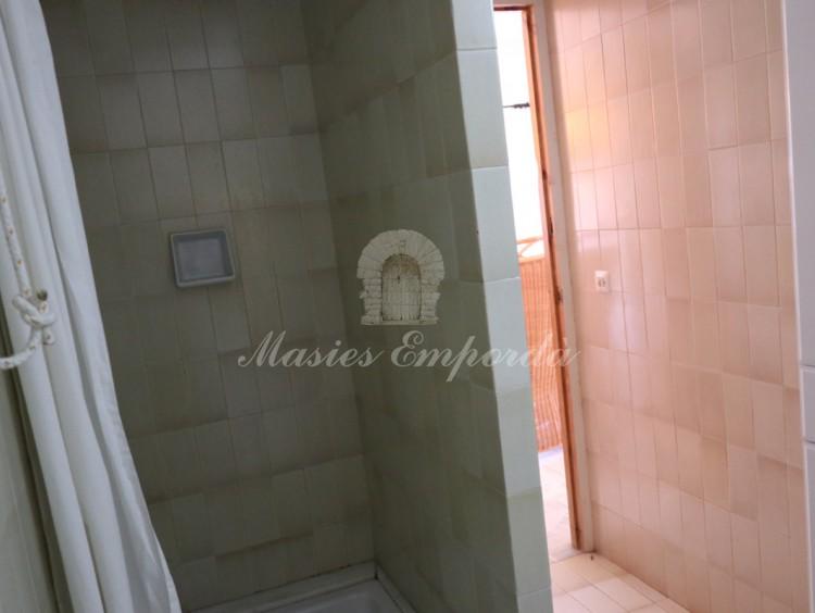 Baño con ducha de la segunda planta