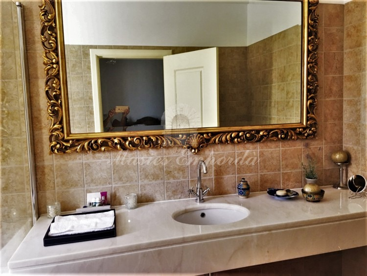 Uno de los baños de la habitaciones