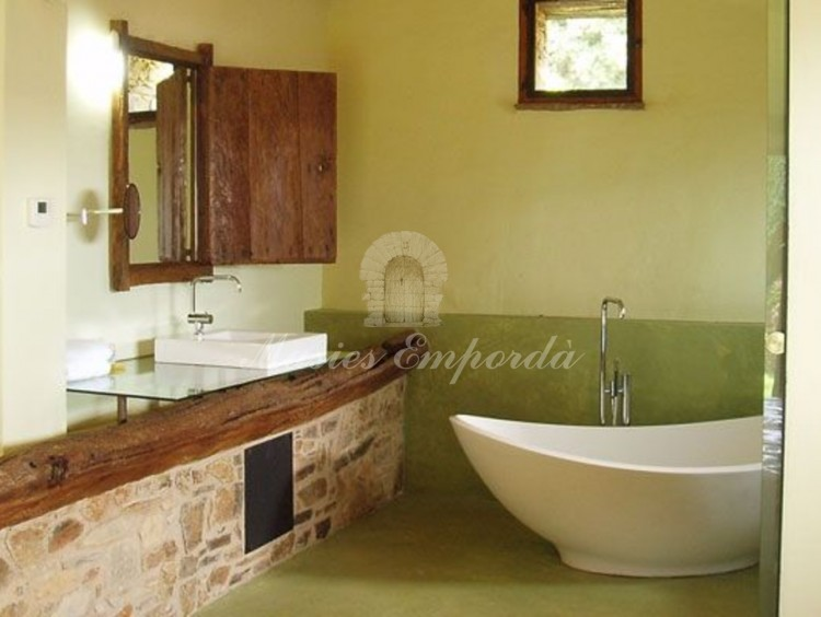 Baño completo de una se las suite