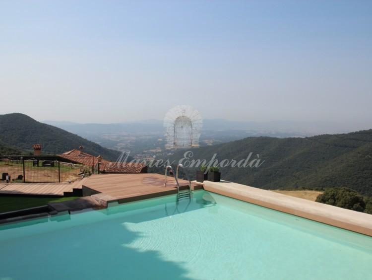 Vistas desde la piscina del valle