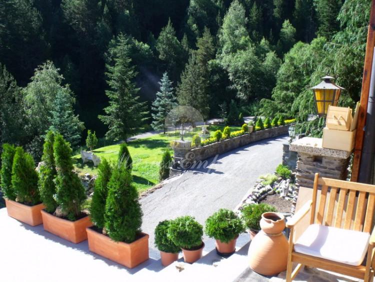 Desde otro ángulo vista de parte del Jardín y la casa
